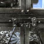 K003z Grote industriële vitrinekast van quip&Co