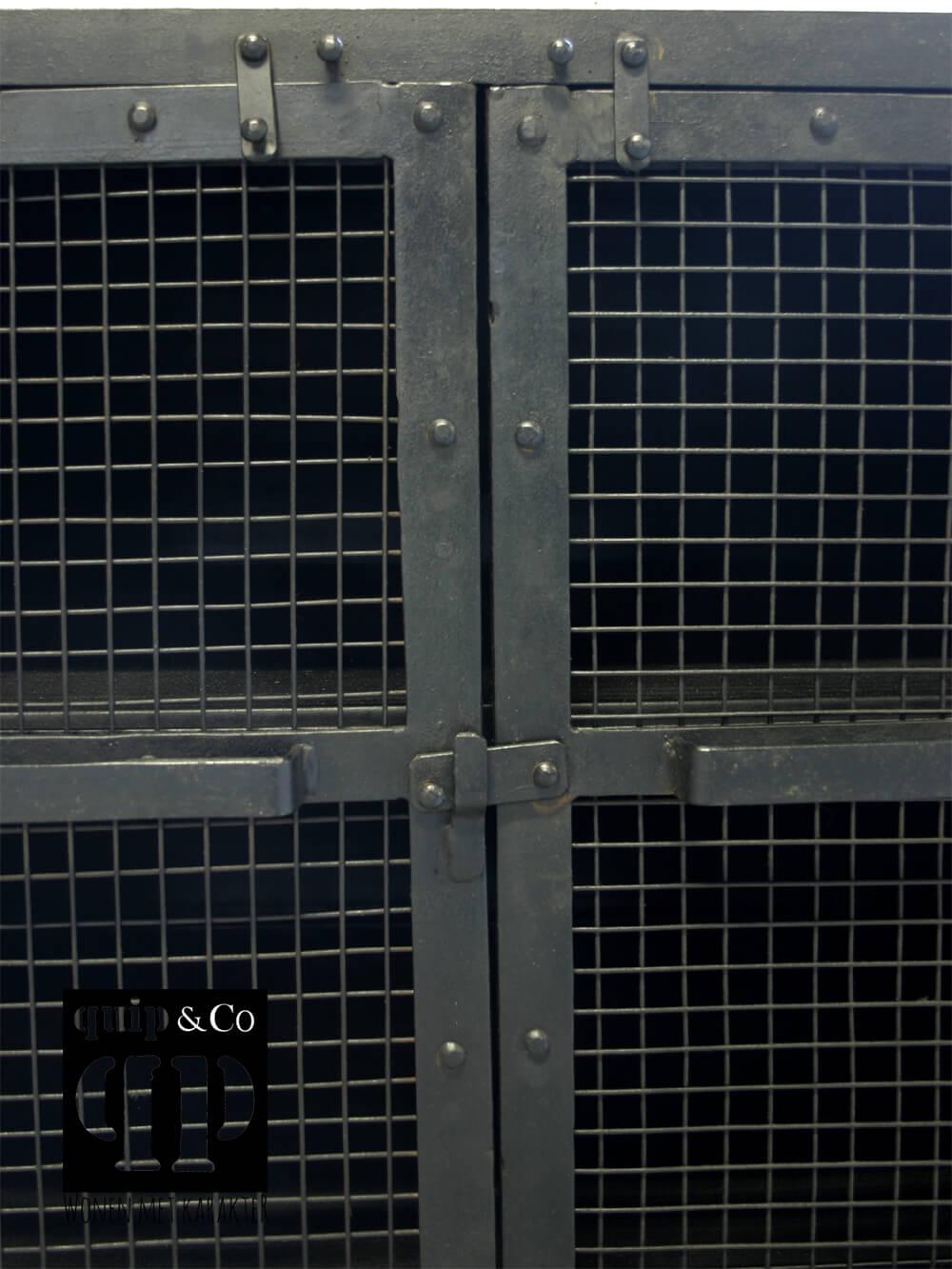 Industriële TV kast met gaasdeurtjes en verstevigd bovenblad