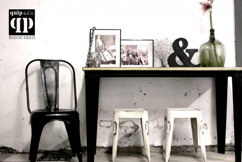 T008 Industriële side table met massief mango houten blad en metalen frame van quip&Co