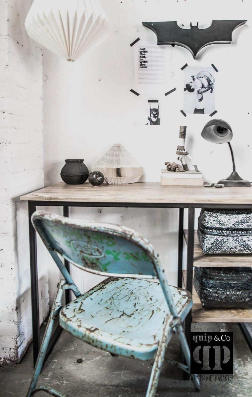 Industrieel bureau met massief outen blad en ijzer frame