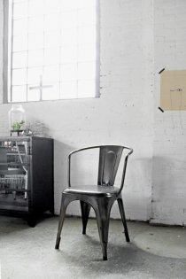Industriële kuipstoel met vintage look naar Tolix