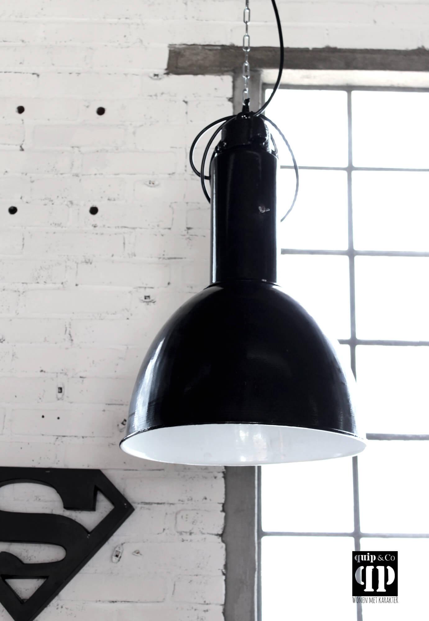 Oude vintage industriële Bauhaus fabriekslamp van ijzer
