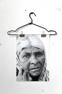 Vrouw India een poster van quip&Co industrieel design