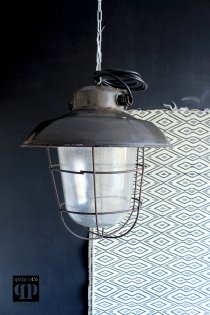 Industriële fabriekslamp in drie varianten met porseleine fitting E27