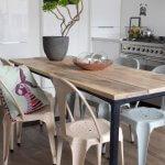T017z Frisse eettafel met industrieel design en massief mango houten blad van quip&Co