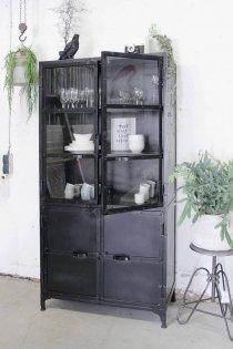 K049z smalle zwarte industriële buffetkast van quip&Co
