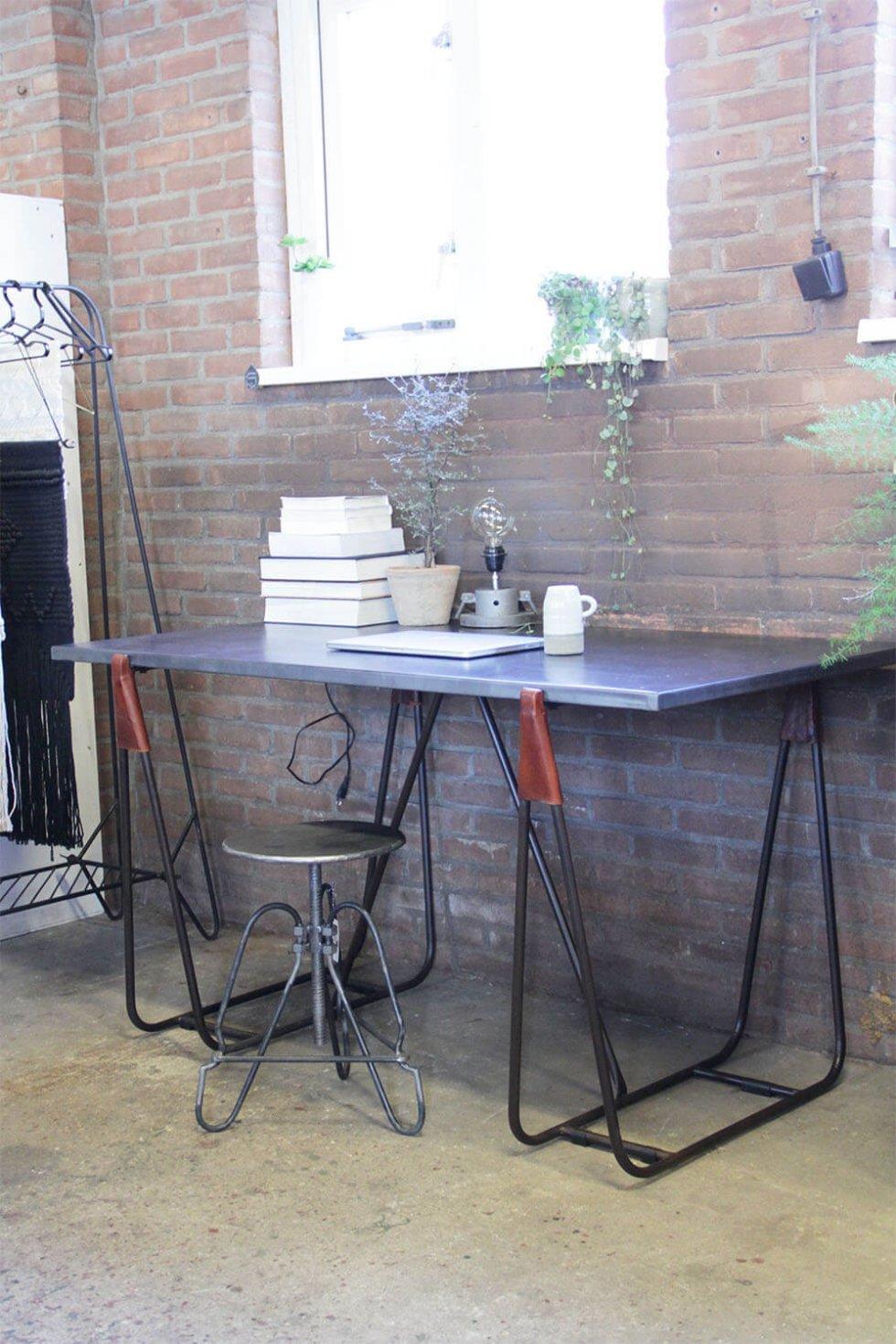Industriële design eettafel van quip en Co voor kantoor en thuis