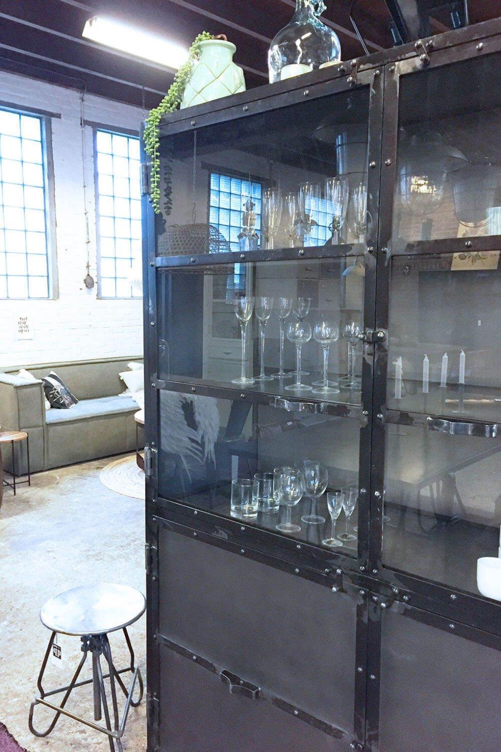 K040s Robuust industriële buffetkast, marcia giga meubel, van quip&Co