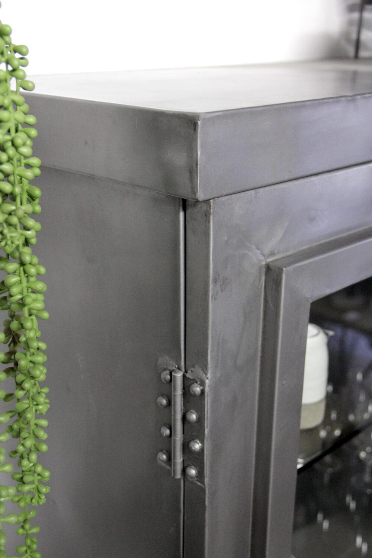 Industrieel kabinet van ijzer, Arie bij quip&Co