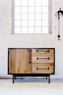 K047 Industriëel retro dressoir van teak hout en metaal van quip&Co