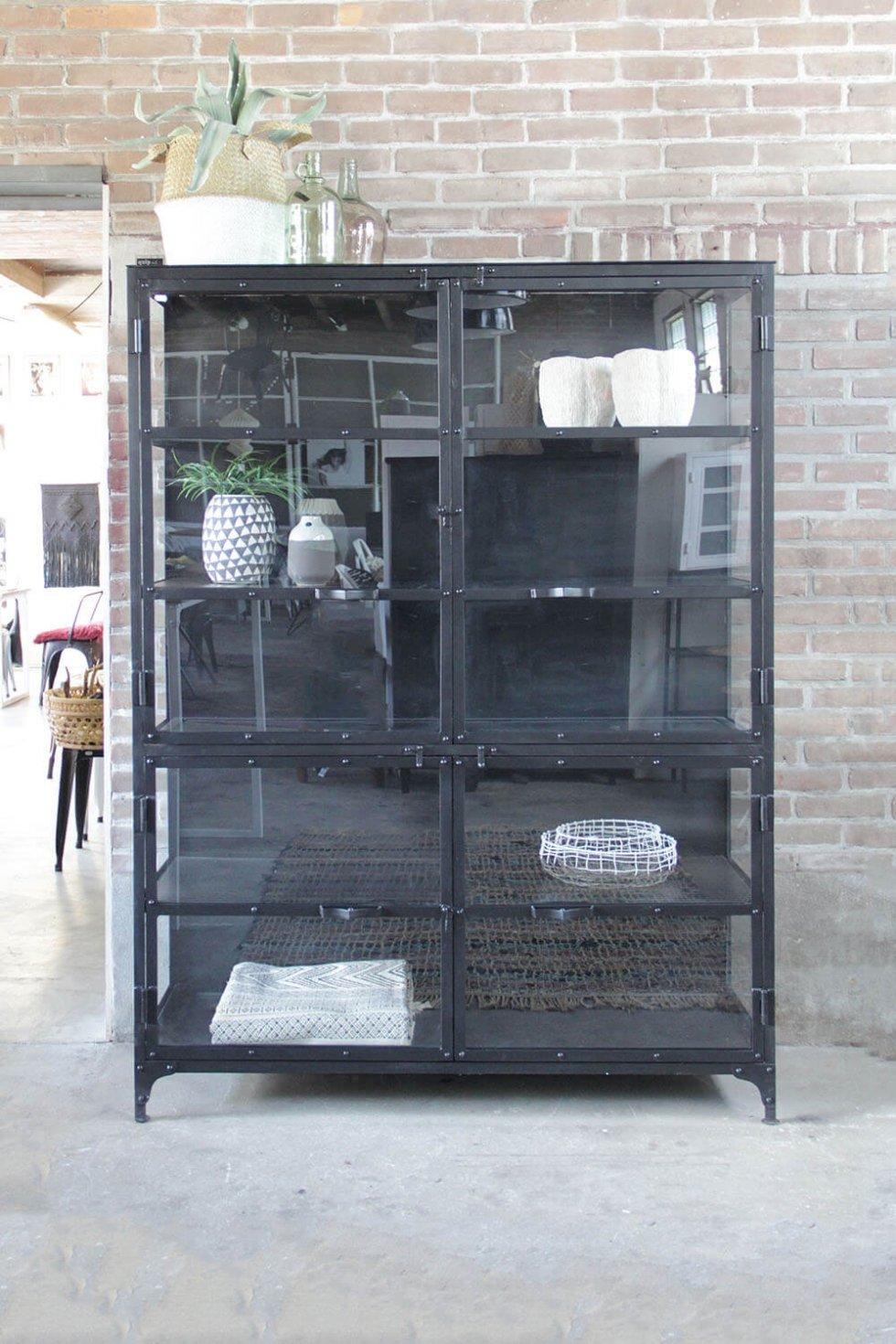 K058 Grote industriële kast met vitrine deuren en zijwanden van quip&Co