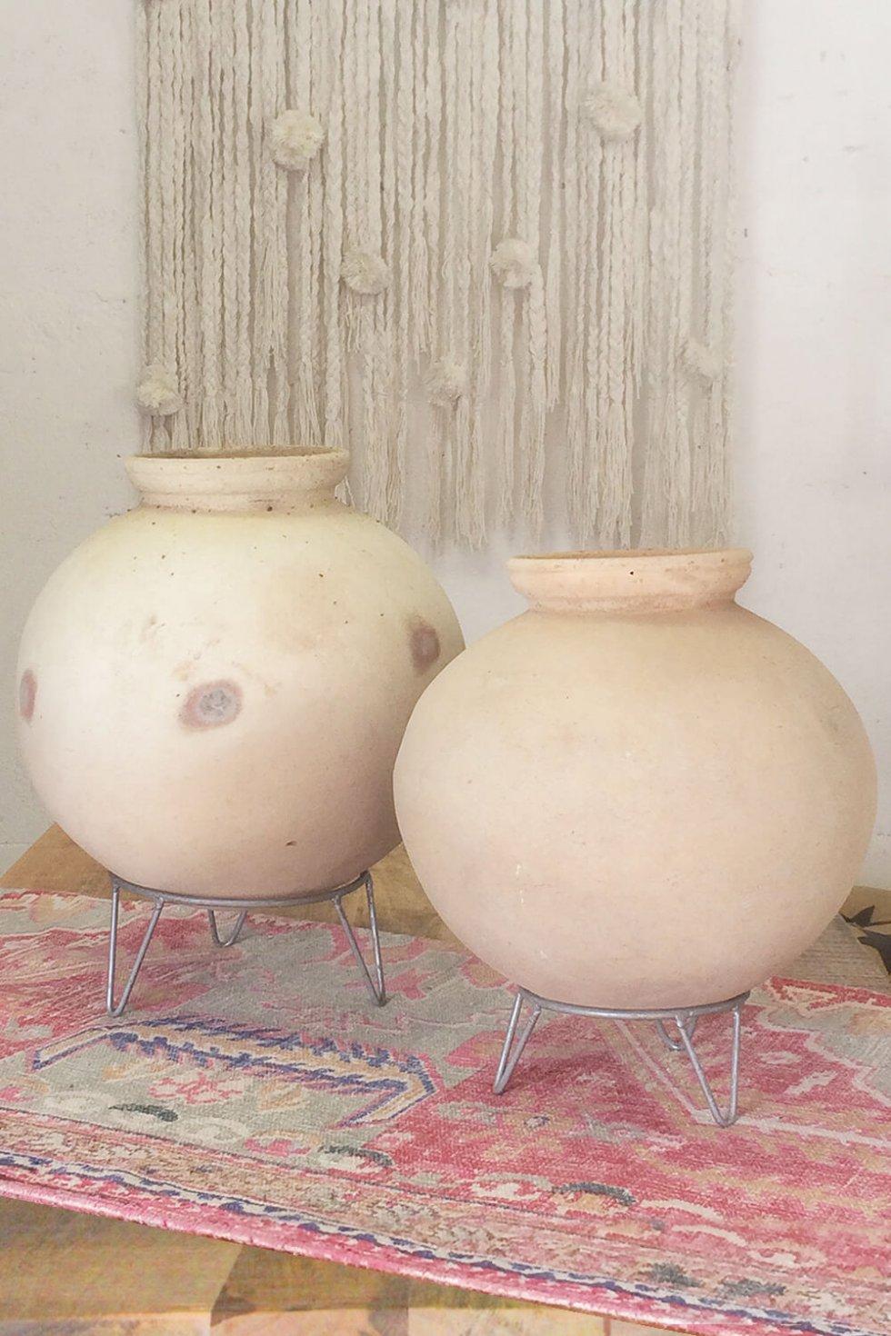 Authentieke Indiase waterkruik incl. standaard