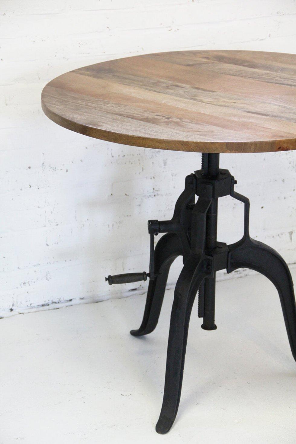 T005sw industrieel gietijzeren tafel houten blad van quip&Co