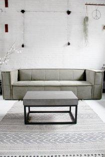 T030 Industriële salontafel met rechthoekig blad van beton en ijzeren frame van quip&Co
