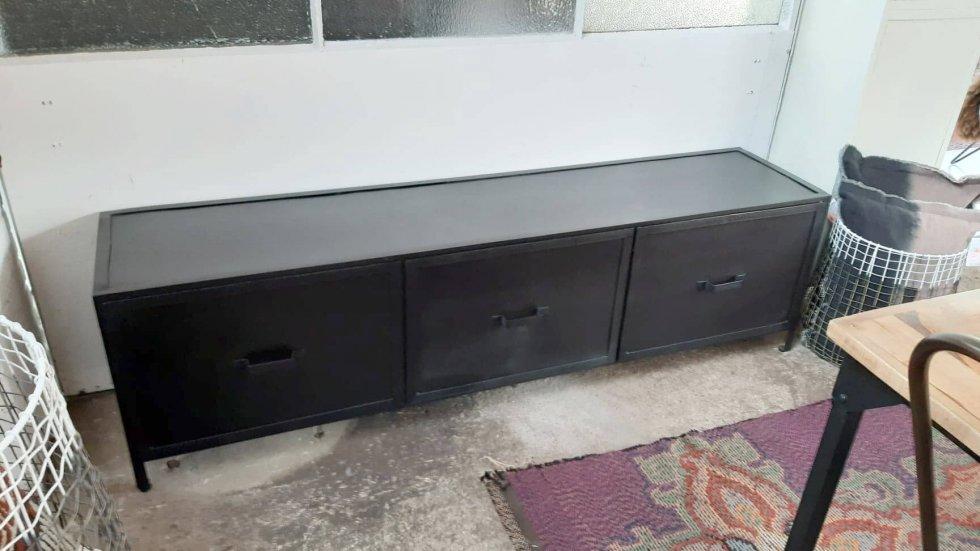 K059-1 industriële TV kast van quip&Co